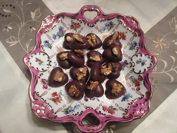 choc hearts in candy dish on table